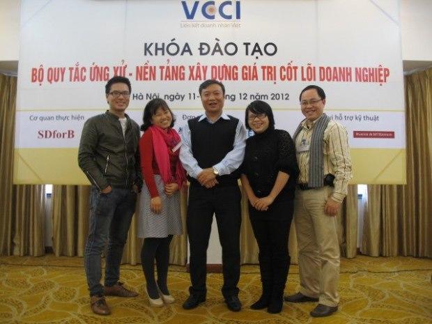 COC_MS voi giang vien Vu Dong Hung